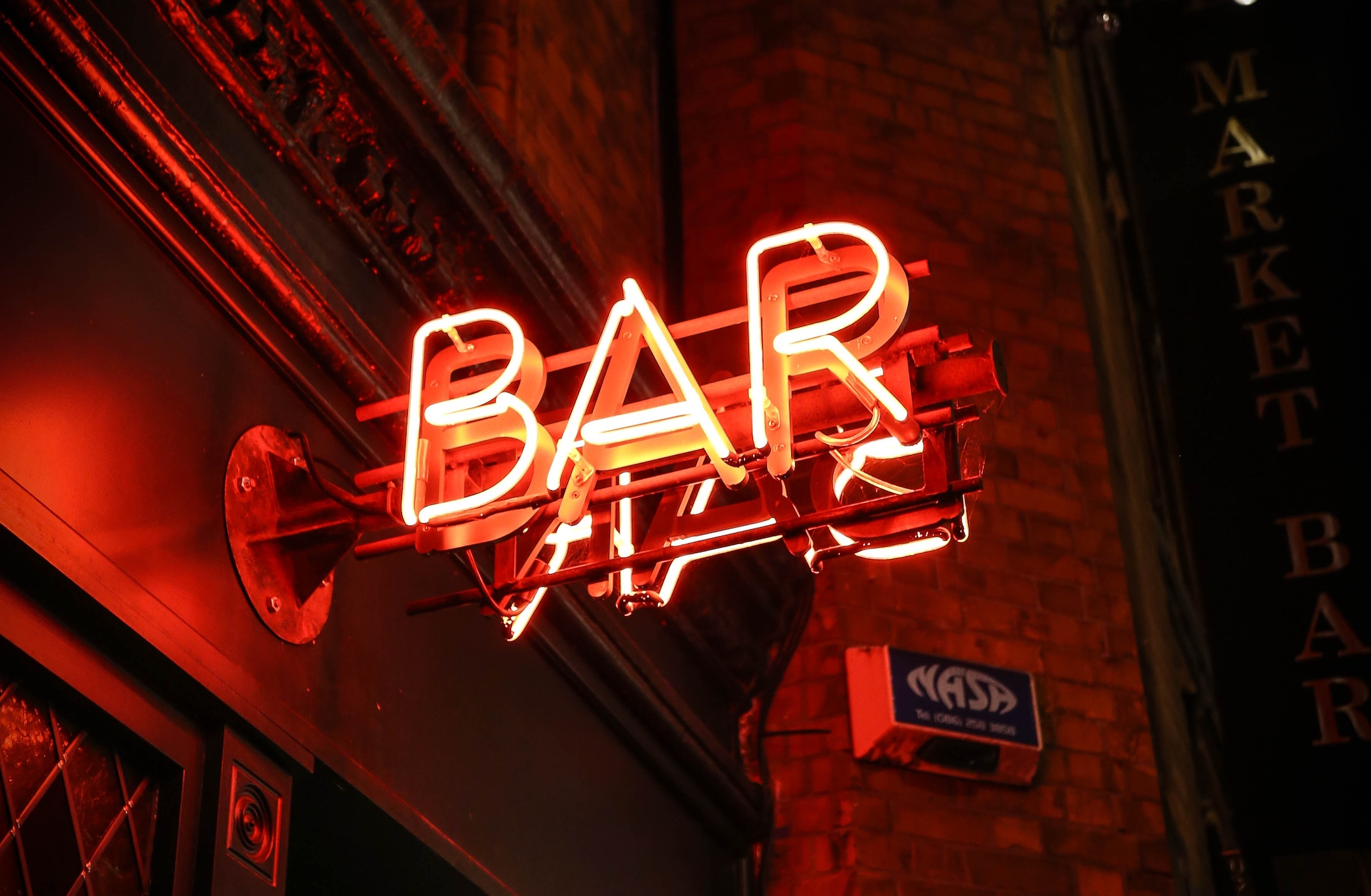 Should I Have a Host Bar or an Open Bar?